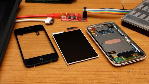 Die Herstellung von Smartphones gibt immer wieder zu reden.