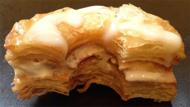 Ein Cronut ist eine Mischung aus einem Donut und einem Croissant.