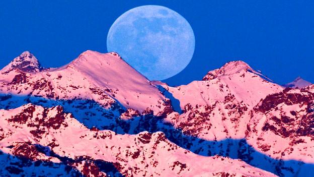 Winter-Vollmond, gesehen vom Arosa Weisshorn aus.