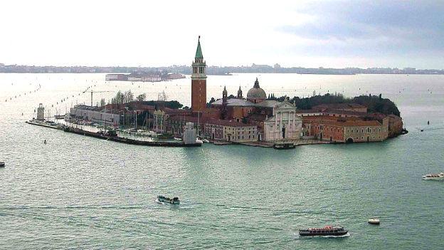 Hier, auf der Isola di San Giorgio Maggiore in Venedig, wurde die Charta gutgeheissen.