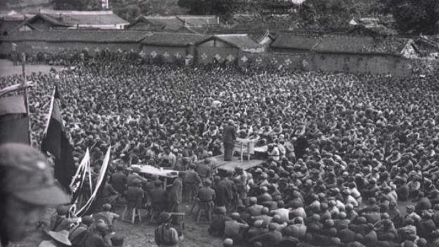 Überlebende des «Langen Marsches» sind versammelt.