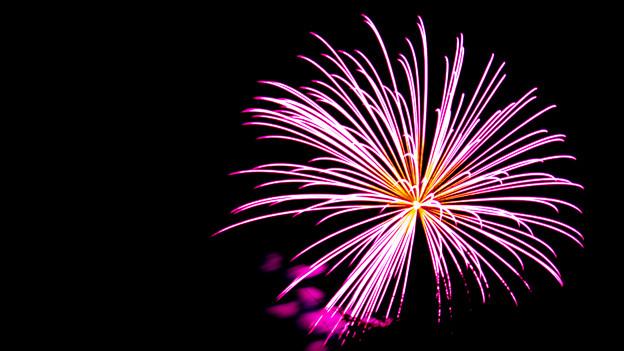 Ein pinkfarbenes Feuerwerk.