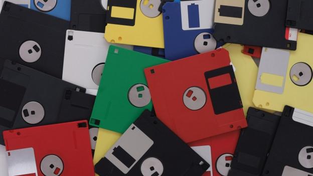 Viele verschiedenfarbige Disketten