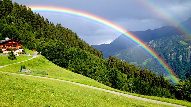 Regenbogen über Alp.