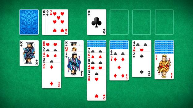 Das Spiel Solitaire, Karten in Stapeln.