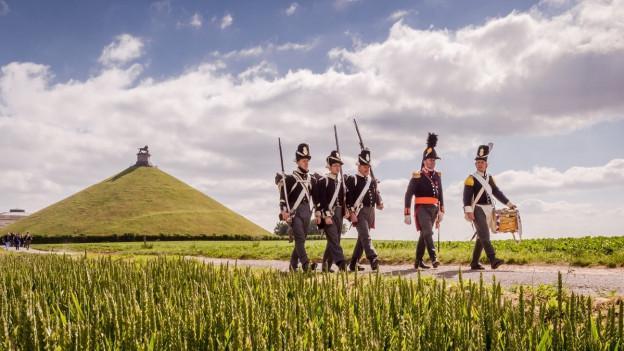 Reenactors stellen beim Löwenhügel die Schlacht von Waterloo nach, Belgien 2015.
