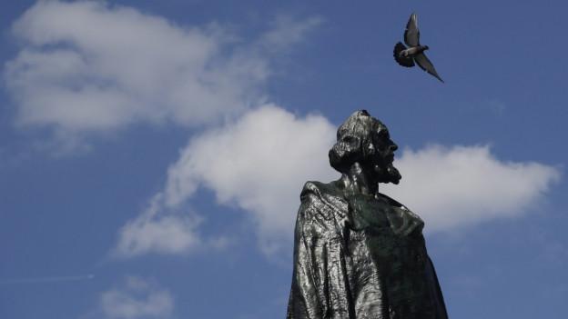 Das Jan-Hus-Denkmal in Prag wurde zum Symbol tschechischer Unabhängigkeit.