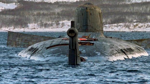 U-Boot Kursk bei der Bergung.