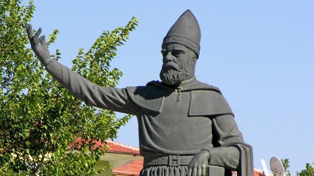 Eine Statue von Haci Bektas Veli.
