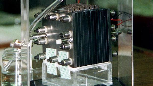Eine mit Methanol betriebene Brennstoffzelle.
