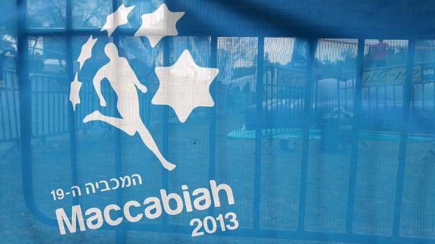 Logo der Maccabiah 2013: Läufers umgeben von Sternen auf blauem Hintergrund.