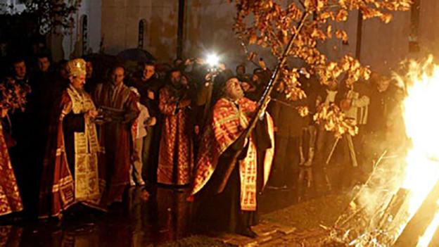 Das Ritual «Badnjak», Belgrad am 6. Januar 2010.