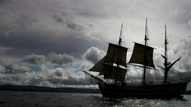 Silhouette eines Segelschiffs