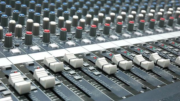 Overdubbing ist ein charakteristisches Aufnahmeverfahren in der Popmusik, wird aber auch in klassischer Musik, besonders bei Film-Musik, verwendet.