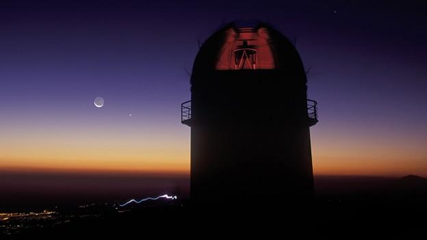 Abendstimmung über einem Observatorium.