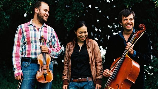 Drei Musiker in der freien Wildbahn.