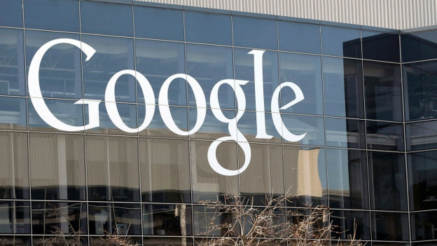 Schriftzug Google auf einem Gebäude.