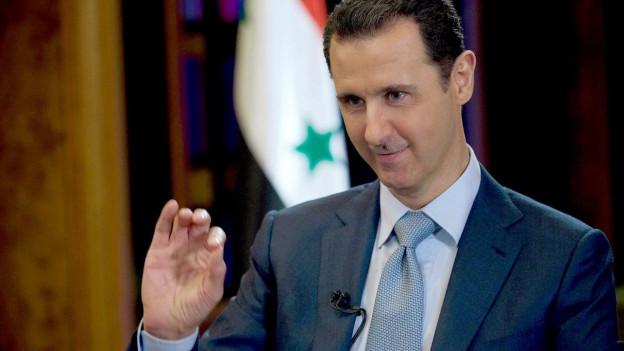 Ein Porträt von Bashar al-Assad.