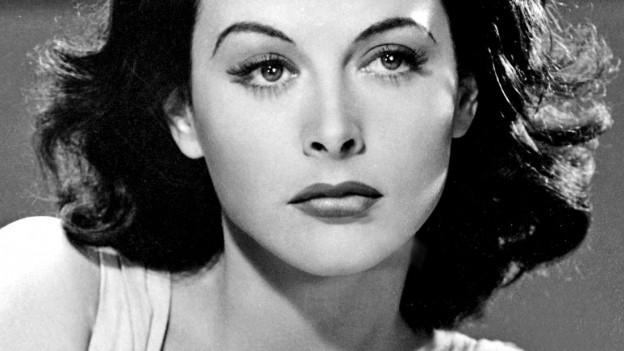 Ein Porträt von Hedy Lamarr.