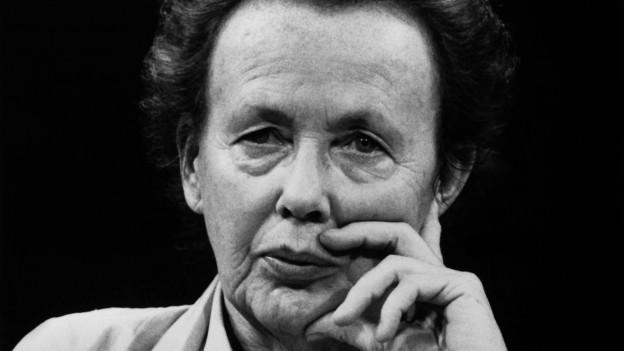 Schwarzweiss-Porträt der deutschen Regissuerin Ruth Berghaus