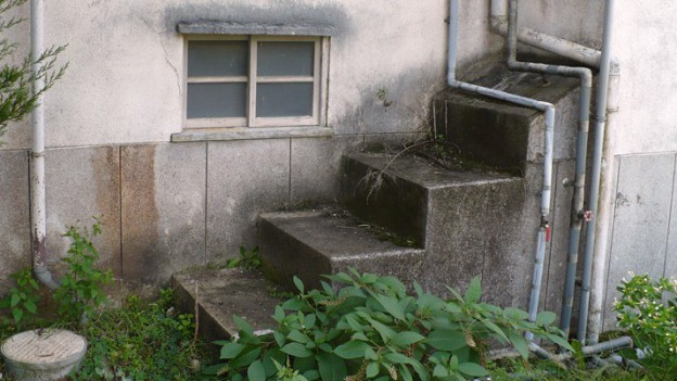 Eine Treppe, die nirgendwo hinführt.