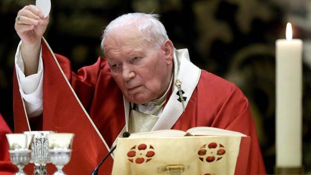 Papst Johannes Paul II zelebriert das Abendmahl