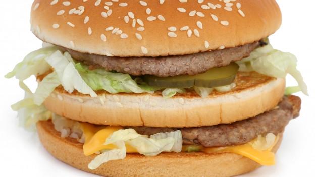 Ein Big Mac vor weissem Hintergrund