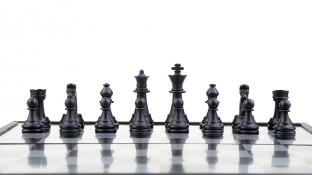 Schwarze Schachfiguren