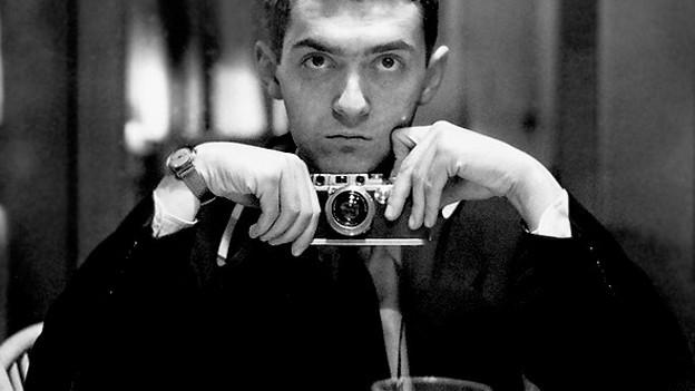 Stanley Kubrick mit einem Fotokamera.