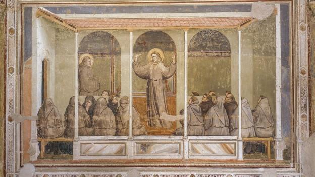 Ein sakrales Wandgemälde in blassen Farben