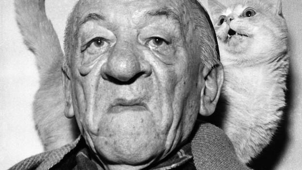Das schwarz-weisse Porträt eines älteren Mannes.
