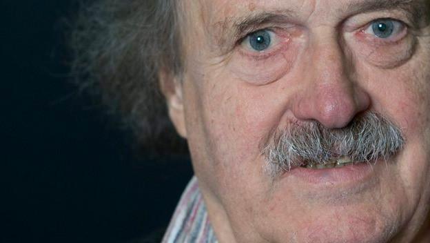 Der Schweizer Schriftsteller und Übersetzer Urs Widmer, 1938 in Basel geboren.