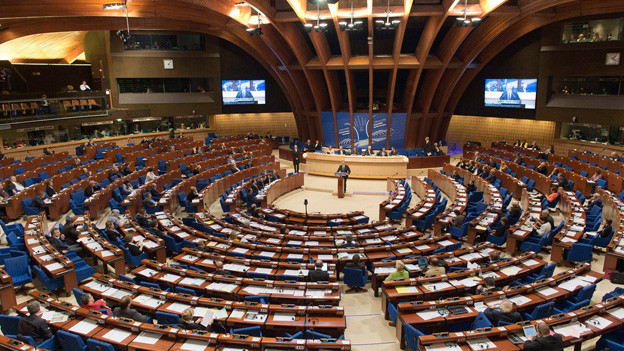 Bundesrat Didier Burkhalter spricht vor der Versammlung des Europarats aus Anlass des 50-jährigen Beitritts der Schweiz zum Europarat.