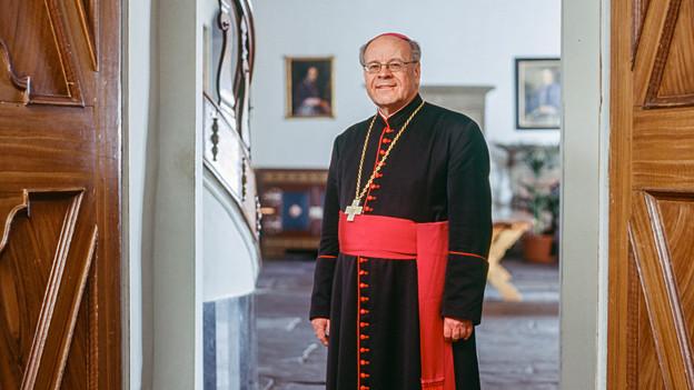 Fordert die Unterzeicher der Pfarrei-Initiative auf, Bischof Vitus Huonder dazu auf, ihren kirchlichen Auftrag zurückzugeben: Bischof Virus Huonder.