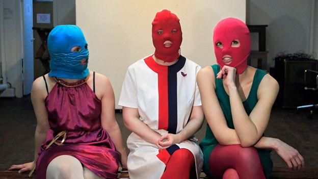 Mitglieder der Russischen Punkband Pussy Riot während eines Interviews in Moskau.