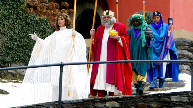 Prozession der Heiligen drei Könige beim Kloster Bigorio (TI), 2011.