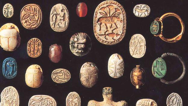 Bildtafel mit farbiger Miniaturkunst aus dem Alten Orient.