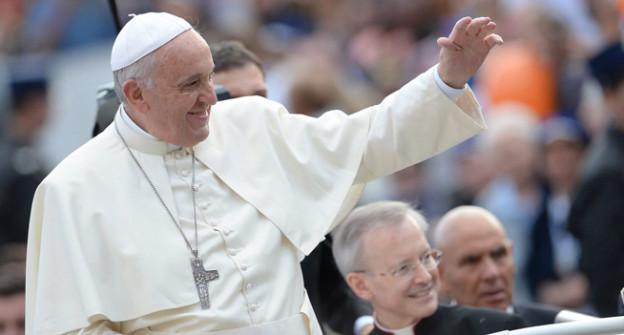 Papst im Papamobil.