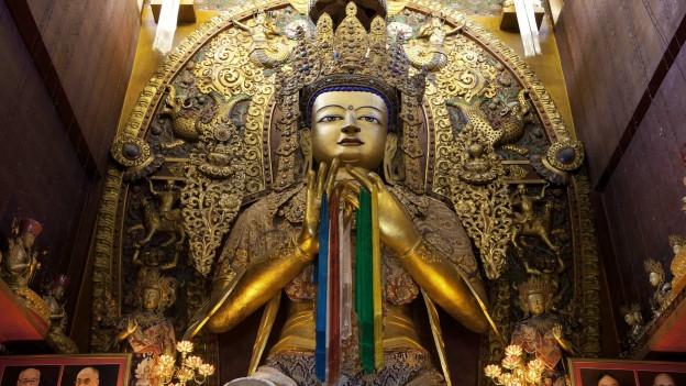 Ein Buddha in einem Kloster.