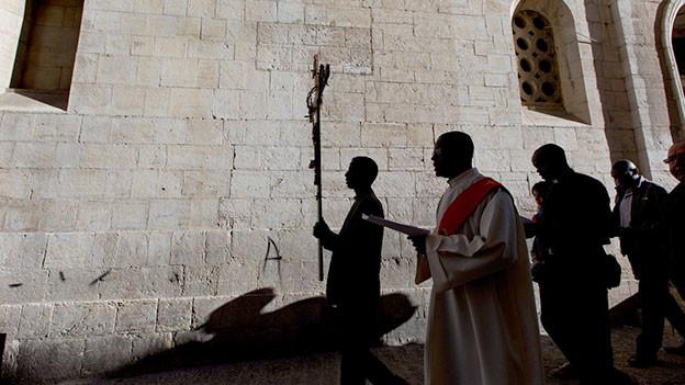 Pilger in der Via Dolorosa an einer Karfreitagsprozession, 2014.