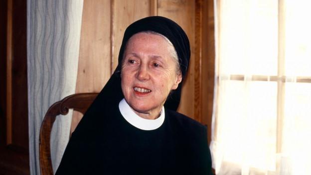Porträt der Benediktiner Nonne, Schriftstellerin und Dichterin Silja Walter.