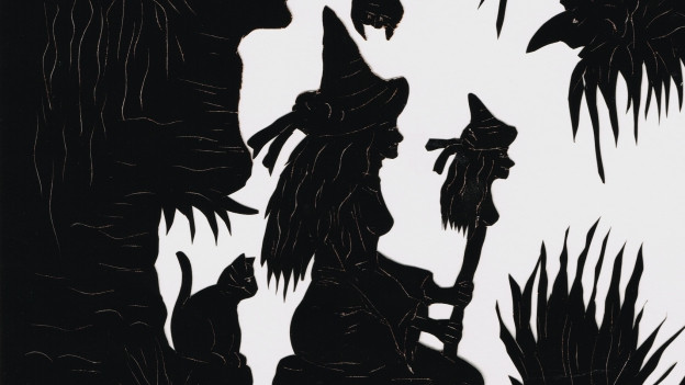 Scherenschnitt: Eine Hexe mit einem Hexenstab. Hinter ihr sitzt eine Katze.