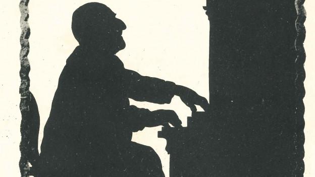Schattenbild eines Musikers an der Orgel.