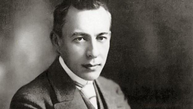Rachmaninov posiert.