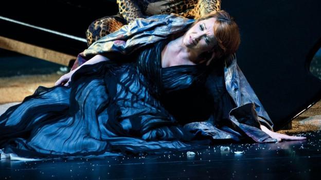 Emily Magee als Ariadne bei den Salzburger Festspielen.