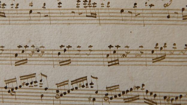 Abbild von einem handgeschriebenen Notenblatt von Mozart.