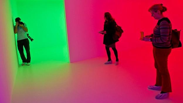 Besucher der Ausstellung «Light Show» in der Hayward Gallery.