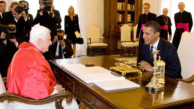 Papst Benedikt XVI. bei einem Treffen mit Barack Obama im Juli 2009.