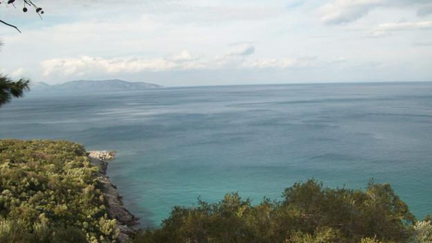 Das Gedicht «Orphische Bucht» wurde im Gedichtband «Ägäis» publiziert.