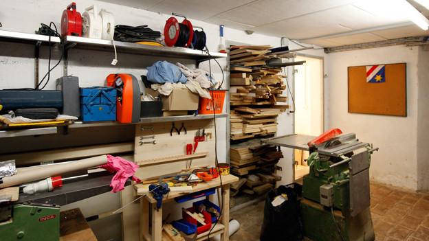 Im Keller des Althus finden sich eine Werkstatt und eine Bastelstube.